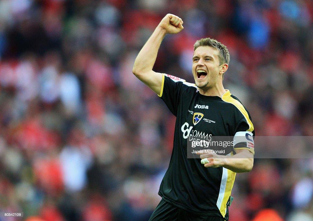 Barnsley v Cardiff City - FA Cup Semi-Final : News Photo