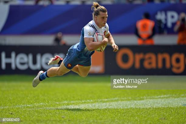 Stephen Parez of France scores a try during match between France and the United States Of America at the HSBC Paris Sevens stage of the Rugby Sevens...