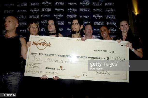 Stephen Perkins Chris Chaney Steve Isaacs and Dave Navarro of The Panic Channel holding a large Hard Rock donation check for charity with guests