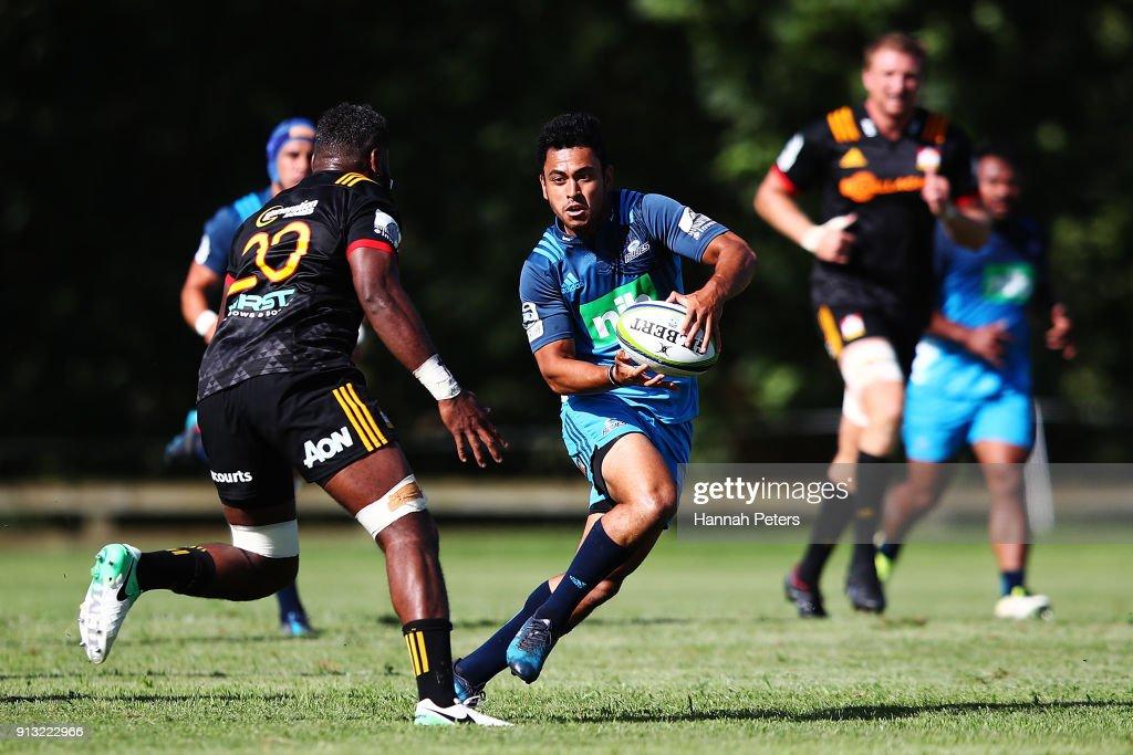 Chiefs v Blues - Super Rugby Pre-Season : Fotografia de notícias