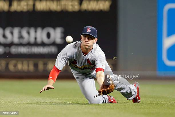 Stephen Piscotty of the St Louis Cardinals attempts to make a diving catch on a ball hit by Ivan De Jesus of the Cincinnati Reds during the eighth...