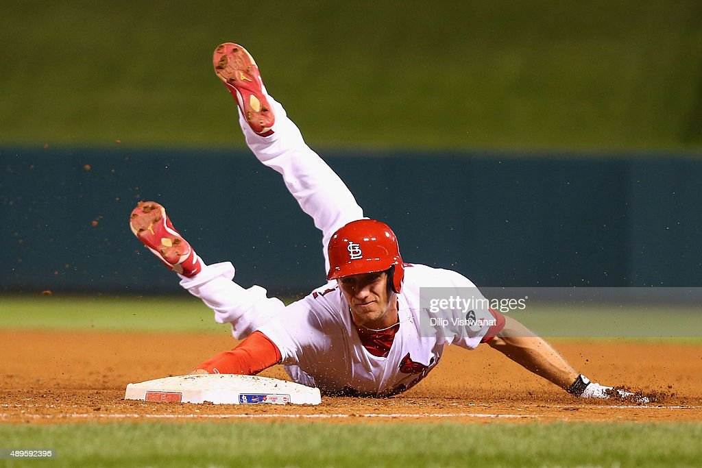 Stephen Piscotty #55 of the St. Louis Cardinals dives back to first base in the eighth inning at Busch Stadium on September 22, 2015 in St. Louis, Missouri.
