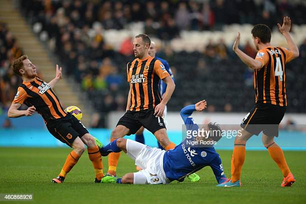 Stephen Quinn of Hull City is challenged by Leonardo Ulloa of Leicester City during the Barclays Premier League match between Hull City and Leicester...