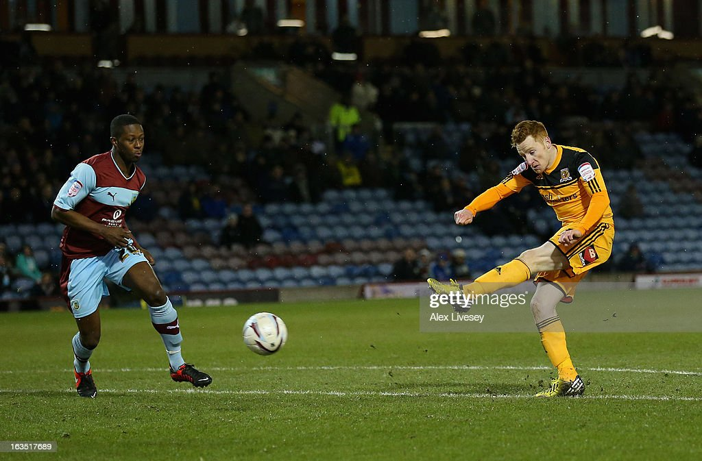 Stephen Quinn of Hull City scores the opening goal during the npower Championship match between Burnley and Hull City at Turf Moor on March 11, 2013 in Burnley, England.