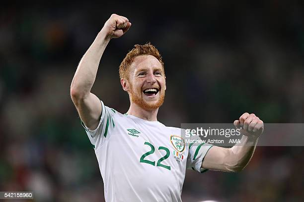 Stephen Quinn of Ireland celebrates at the end of the UEFA EURO 2016 Group E match between Italy and Republic of Ireland at Stade PierreMauroy on...