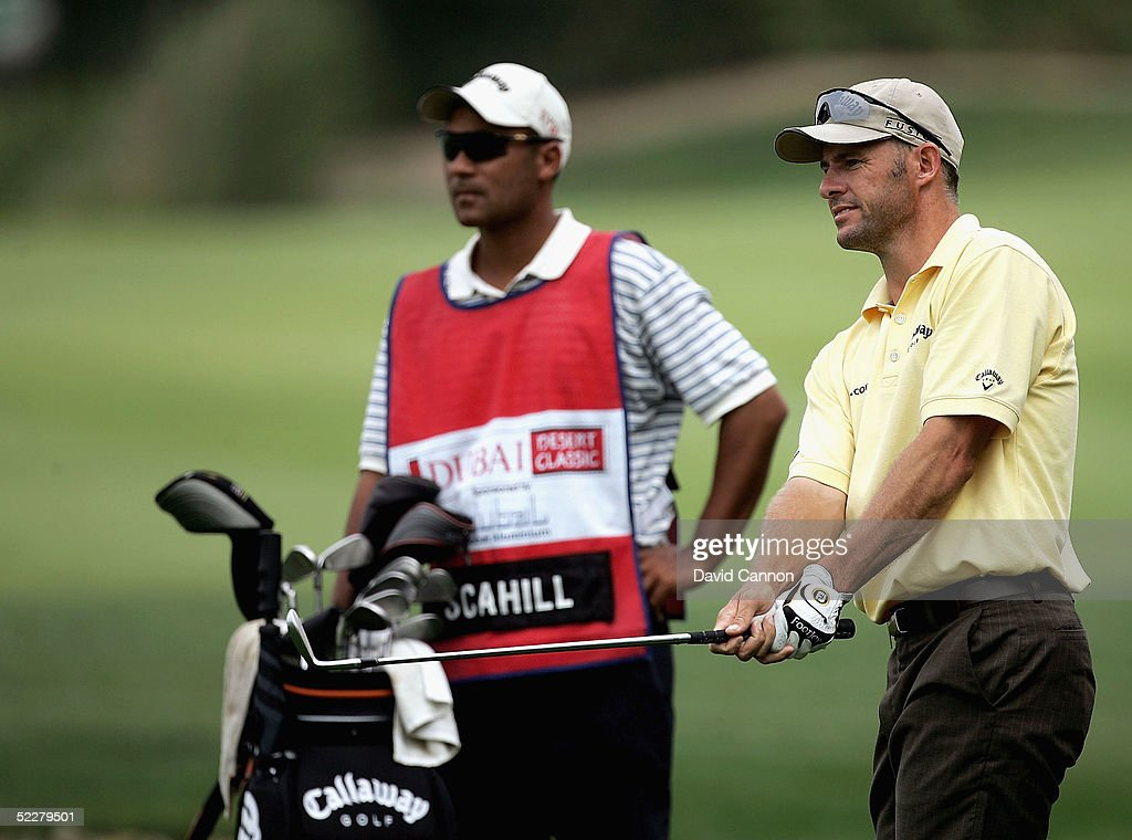 Stephen Scahill of New Zealand chips at the 18th during the third round of the 2005 Dubai Desert Classic on the Majilis Course at the Emirates Golf Club, on March 5, 2005, in Dubai, United Arab Emirates.