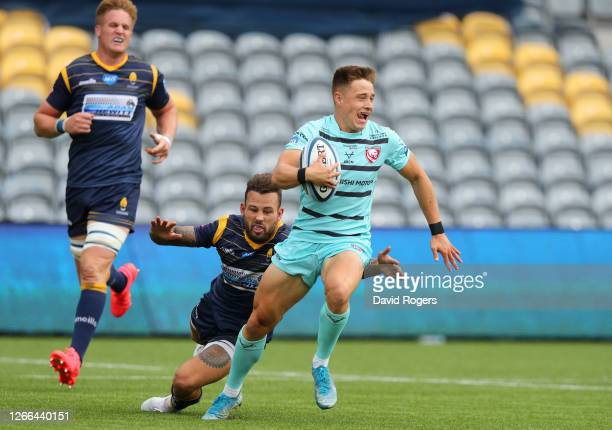 Stephen Varney of Gloucester Rugby gets away from Francois Hougaard of Worcester Warriors during the Gallagher Premiership Rugby match between...