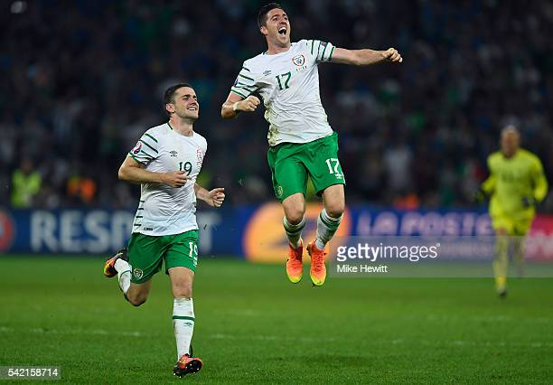 Stephen Ward and Robbie Brady of Republic of Ireland celebrate their team's 10 win in the UEFA EURO 2016 Group E match between Italy and Republic of...