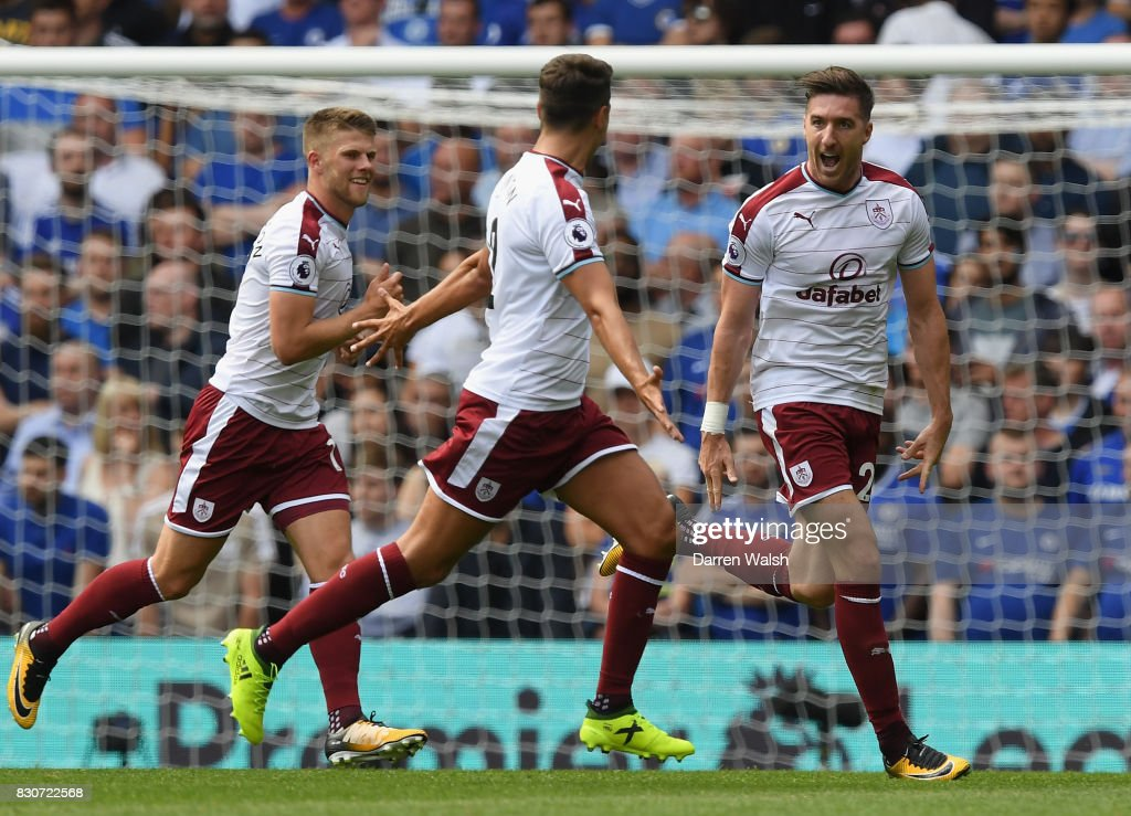 Stephen Ward of Burnley celebrates scoring his sides second goal with his Burnley team mates during the Premier League match between Chelsea and Burnley at Stamford Bridge on August 12, 2017 in London, England.