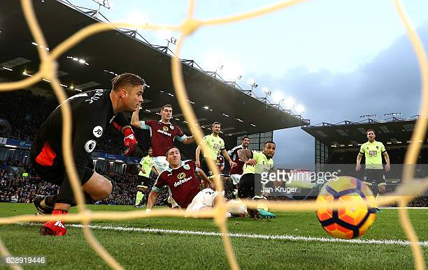 Stephen Ward of Burnley scores his sides first goal during the Premier League match between Burnley and AFC Bournemouth at Turf Moor on December 10...