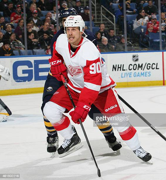 Stephen Weiss of the Detroit Red Wings playing in his 700th NHL game skates against the Buffalo Sabres on January 13 2015 at the First Niagara Center...