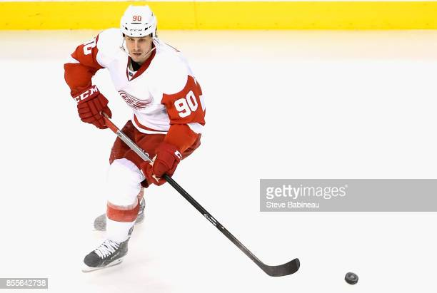 Stephen Weiss of the Detroit Red Wings plays in a game against the Boston Bruins at TD Garden on December 29 2014 in Boston Massachusetts