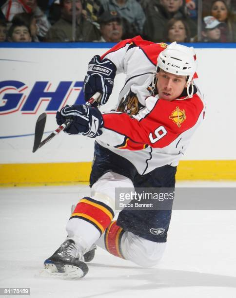 Stephen Weiss of the Florida Panthers skates against the New York Islanders on December 31 2008 at the Nassau Coliseum in Uniondale New York