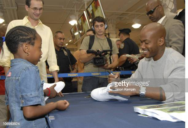 Stephon Marbury and Fans during Stephon Marbury InStore Appearance For His Starbury Clothing And Apparel August 17 2006 at Steve Barry's in New York...