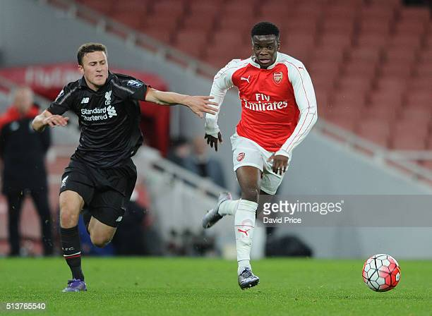 Stephy Mavididi of Arsenal takes on Herbie Kane of Liverpool during the match between Arsenal U18 and Liverpool U18 in the FA Youth Cup 6th round at...