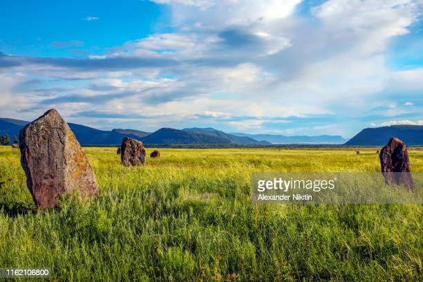steppe in the summer, khakassia, russia - 遺跡 ストックフォトと画像