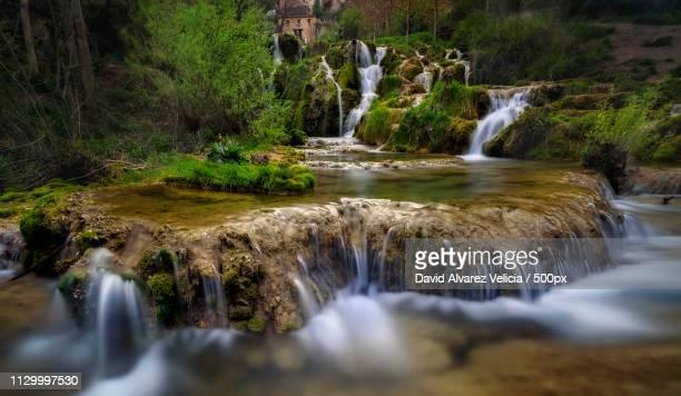 stepped waterfall - orbaneja del castillo photos et images de collection