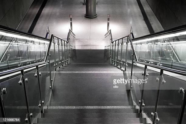 Treppe, die Rolltreppe-U-Bahn-station