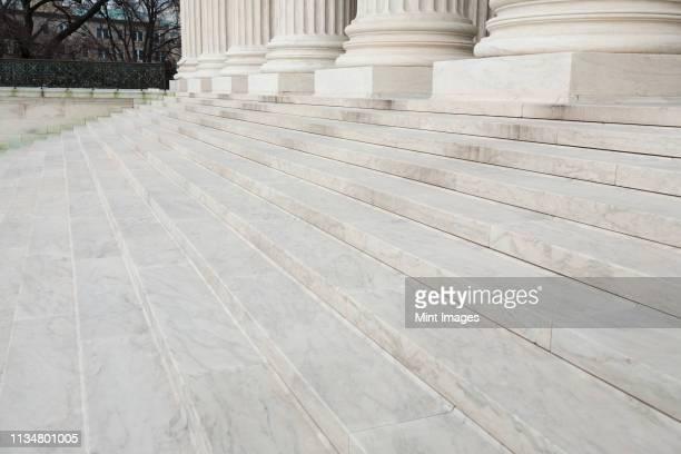 steps leading to the supreme court - 政府の建物 ストックフォトと画像