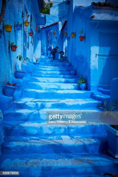 steps of colorful blue historical village - chefchaouen photos et images de collection