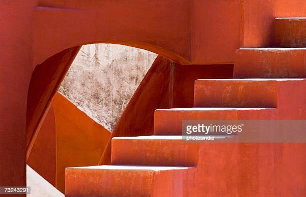 steps on a building, jantar mantar, new delhi, india - ジャンタルマンタル ストックフォトと画像