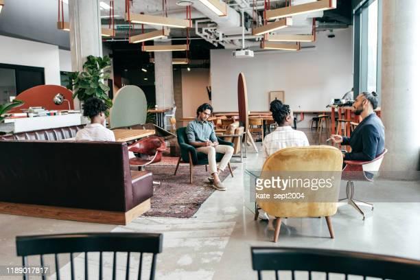 schritte, die sie unternehmen müssen, um wirklich inklusiv zu werden - coworking stock-fotos und bilder