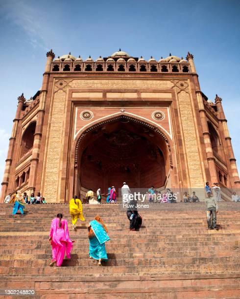 steps up to the buland darwaza, jama masjid mosque, agra, india - agra jama masjid mosque stock pictures, royalty-free photos & images