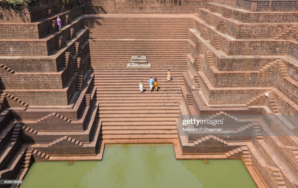 Stepwell and temple pond at Sri Subrahmanya (Subramaniya) Temple, Peralassery, Kannur : Foto de stock