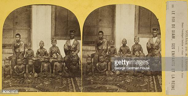 Stereoscopic portrait of the royal family of Siam the King his children and the Queen 01/01/1875