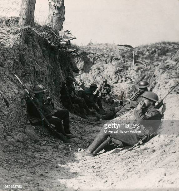 Stereoview WW1, The Great War Realistic Travels Military photographs circa 1918 Waiting inthe trenches near Arras for our creeping barrage to lift...