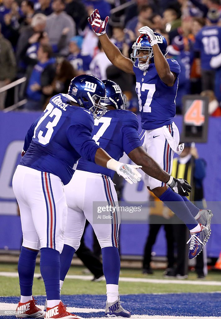 Sterling Shepard #87 of the New York Giants celebrates with his teammates after scoring a touchdown against the Cincinnati Bengals during the fourth quarter of the game at MetLife Stadium on November 14, 2016 in East Rutherford, New Jersey.