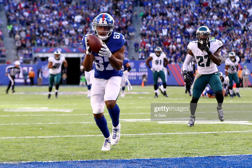 Sterling Shepard #87 of the New York Giants scores 32 yard a touchdown against the Philadelphia Eagles during the third quarter of the game at MetLife Stadium on November 6, 2016 in East Rutherford, New Jersey.