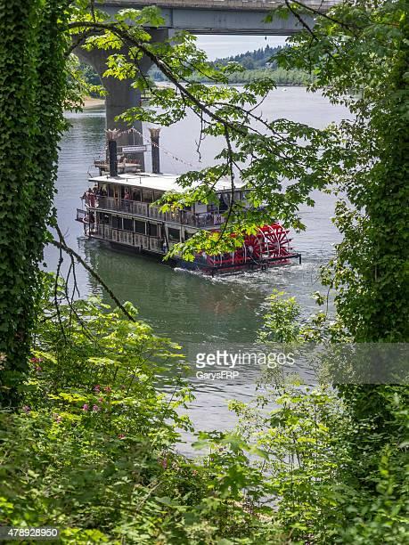 sternwheeler willamette queen under bridge salem oregon willamette river - willamette river stock photos and pictures