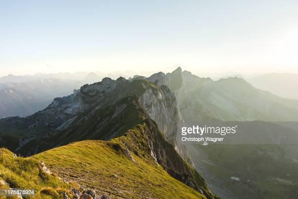 österreich tirol - rofanspitze - gebirge stock-fotos und bilder