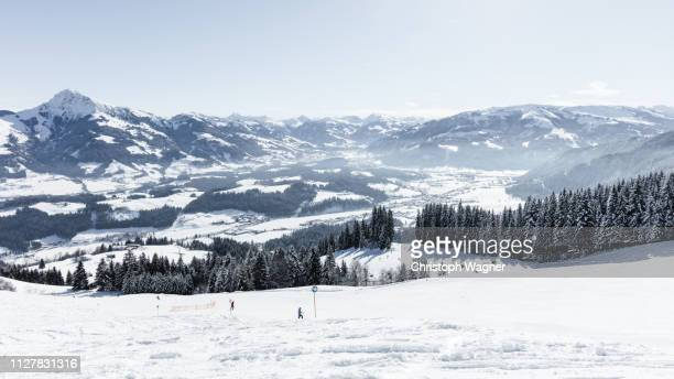 österreich tirol - wilder kaiser winter - sorglos stock pictures, royalty-free photos & images