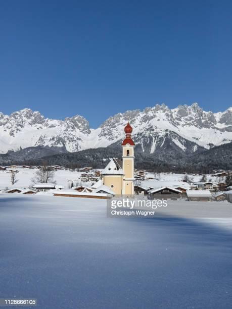 österreich tirol - wilder kaiser winter - reise stock pictures, royalty-free photos & images