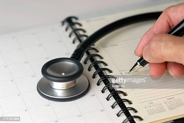 Stéthoscope et journal pour votre prochain rendez-vous