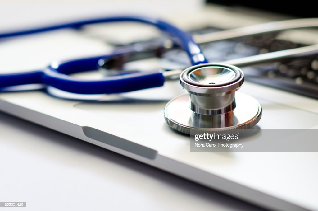 Stethoscope on Computer Laptop Keyboard : Stockfoto
