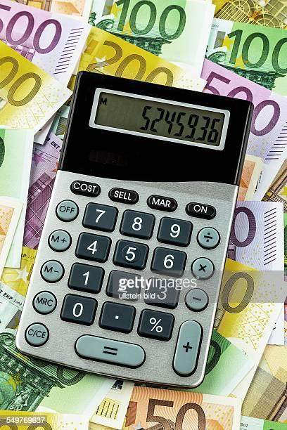 Stethoskop und EuroGeldscheine Symbolfoto für Kosten Umsatz Steuern