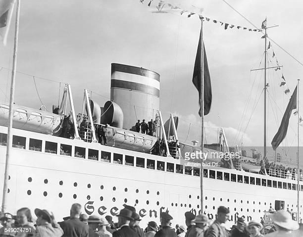 Stettin Seebäderschiff Tannenberg legt ab