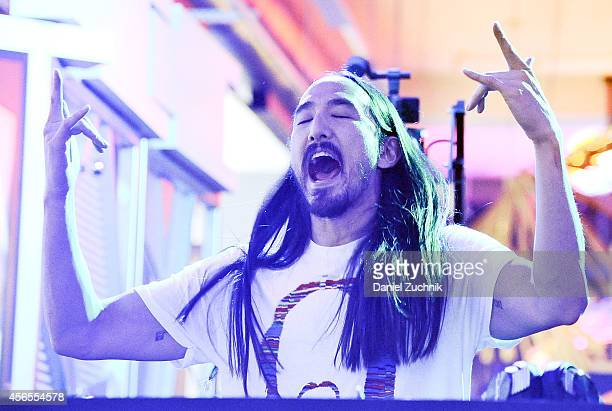 Steve Aoki performs during the MLB Fan Cave Concert Series at MLB Fan Cave on October 2 2014 in New York City