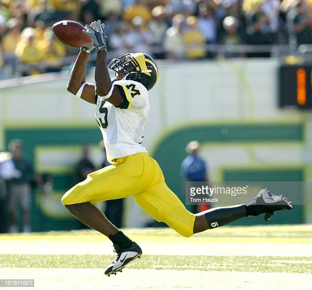 Steve Breaston of the Michigan Wolverines makes a catch against the Oregon Ducks at Autzen Stadium in Eugene Oregon Oregon defeated Michigan 3127