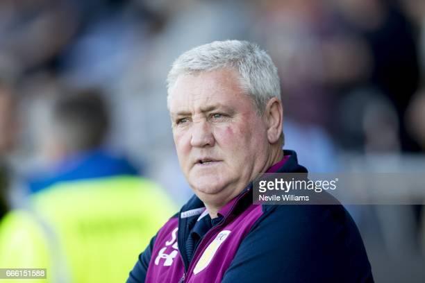 Steve Bruce manager of Aston Villa during the Sky Bet Championship match between Burton Albion and Aston Villa at the Pirelli Stadium on April 08...