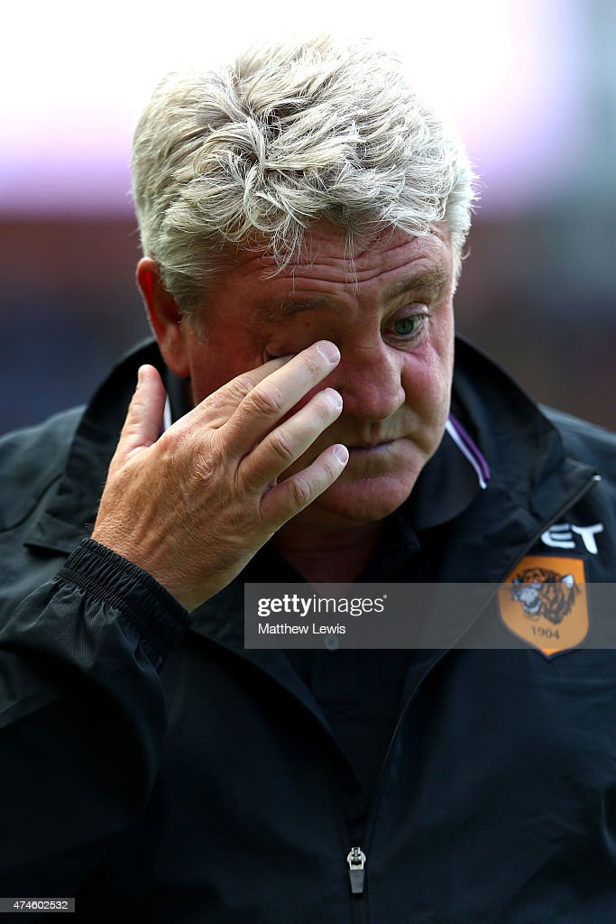 Steve Bruce manager of Hull City gestures during the Barclays Premier League match between Hull City and Manchester United at KC Stadium on May 24, 2015 in Hull, England.