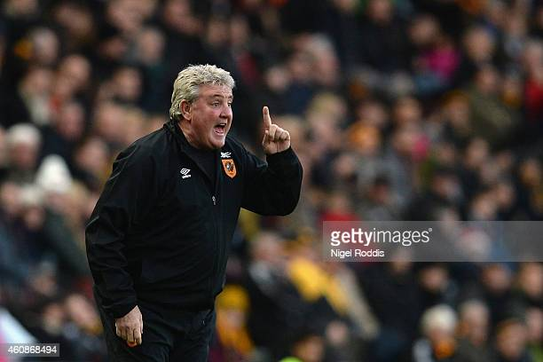 Steve Bruce manager of Hull City gives direction during the Barclays Premier League match between Hull City and Leicester City at KC Stadium on...
