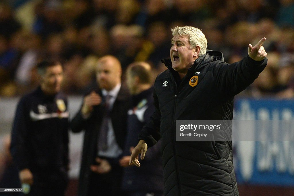 Steve Bruce manager of Hull City shouts during the Barclays Premier League match between Burnley and Hull City at Turf Moor on November 8, 2014 in Burnley, England.