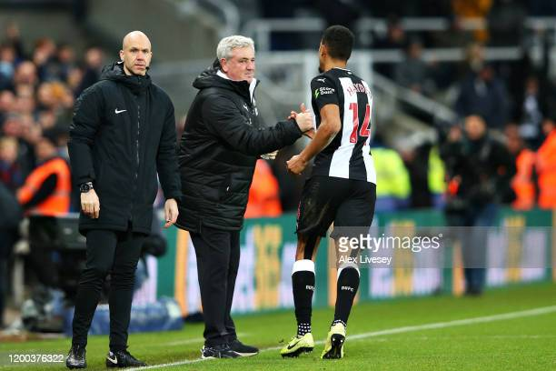 Steve Bruce, Manager of Newcastle United celebrates with goalscorer Isaac Hayden of Newcastle United during the Premier League match between...