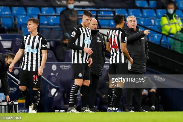 Steve Bruce, Manager of Newcastle United speaks with Isaac Hayden during the Premier League match between Manchester City and Newcastle United at...