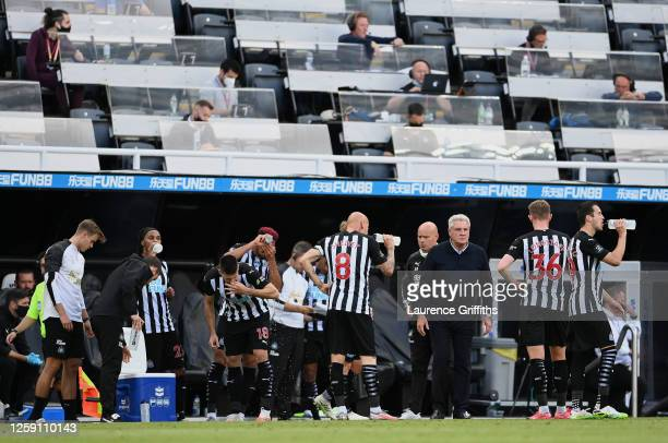 Steve Bruce, Manager of Newcastle United talks with his players during drinks break during the Premier League match between Southampton FC and...