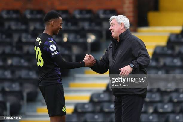 Steve Bruce manager of Newcastle United with Joe Willock after the Premier League match between Fulham and Newcastle United at Craven Cottage on May...